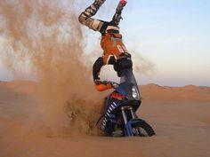 Interesting technique used Enduro Motorcycle, Motorcycle Camping, Motocross Bikes, Gs 1200 Adventure, Ktm Adventure, Rallye Raid, Dirt Bike Racing, Bike Photo, Worldwide Travel