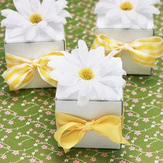 Daisy Favor Box with Bow