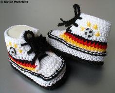 Babyschuhe Turnschuhe Fußball 10 cm strickliene von stricklienes lädchen auf DaWanda.com