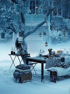 winterdekorationen draußen magisch kerzenlichter baum  schnee