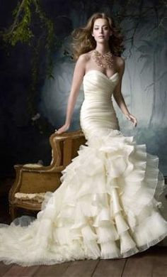 Used Lazaro Wedding Dress lz 3050, Size 4    Get a designer gown for (much!) less on PreOwnedWeddingDresses.com