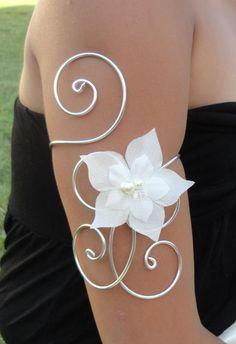 Bijou de bras mariée, mariage fleur de soie ivoire