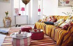Ideas para decorar el salón con puffs como mesa de centro