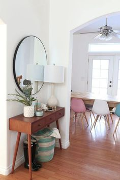 A big round mirror above table with a skinny lamp Best Small Entryway Decor 038 Design Ideas Small Mudroom Ideas FarmFoodFamily Hallwayideas … – Mudroom Entryway Narrow Entryway, Entryway Mirror, Rustic Entryway, Entryway Decor, Entryway Tables, Entryway Ideas, Hallway Ideas, Tiled Hallway, Entryway Furniture