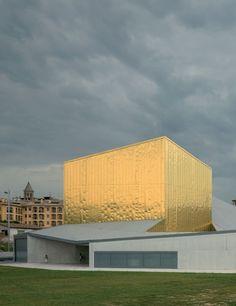 Josep Llinás. Complejo Cultural Municipal l´Atlántida, en Vic, Barcelona. Fotografía: Duccio Malagamba.    #tc_arquitectura #architecture_publication #spain_architecture