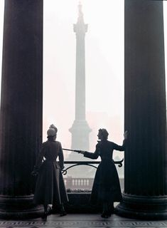 indypendent-thinking: Wenda Parkinson and Barbara Goalen on the steps of Londons National Gallery wearing the New Look in Hardy Amies and Edward Molyneux designs. for Vogue, March Photo by Norman Parkinson (via BW Norman, National Gallery, National Portrait Gallery, Vintage Photography, Art Photography, Photography Gallery, Editorial Photography, Fashion Photography, Midnight In Paris