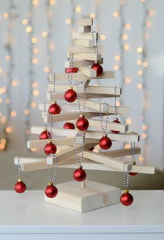 Welcome to a new collection of Christmas ideas featuring 17 Cute DIY Ideas For An Alternative Christmas Tree Decoration. Tabletop Christmas Tree, Christmas Tree Crafts, Wooden Christmas Trees, Mini Christmas Tree, Modern Christmas, Christmas Tree Decorations, Christmas Holidays, Holiday Decor, Christmas Parties