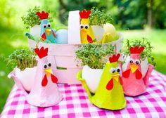 Kikerikiii and Gack gack gack. Here come the cress chicks. A perfect bast . Kikerikiii and Gack gack gack. Here come the cress chicks. A perfect handicraft for Easter. Easter Art, Easter Crafts, Easter Eggs, Diy Crafts To Do, Crafts For Kids, Cute Chickens, Egg Carton Crafts, Happy Easter, Handicraft