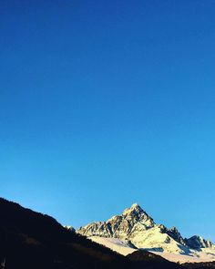 "Teamdream su Instagram: ""#monviso #monvisosullosfondo #monvisopiemonte #monvisovalley #piemonte #italia #redipietra #redipietrasullosfondo #alpicozie"" Mount Everest, Mountains, Nature, Travel, Instagram, Italia, Naturaleza, Viajes, Trips"