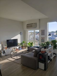 Bachelor Pad - Portland, OR : malelivingspace Manly Living Room, Bachelor Pad Living Room, Condo Living Room, Small Living Room Decor, Mens Apartment Decor, Small Apartment Interior, Hypebeast Room, Apartment Decor, Apartment Interior