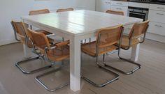 Eetkamertafel Vierkant Wit : Tafel met vierkant boomstam tafelblad met ijzeren u c du d kruispoot