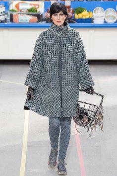 Chanel Outfit, Chanel Fashion, Runway Fashion, Fashion Show, Paris Fashion, Fashion Art, Anna Ewers, Cara Delevingne, Karl Lagerfeld