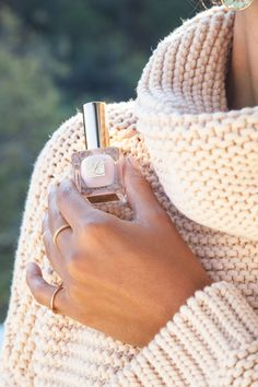 oversized sweaters and nude nails: yes please