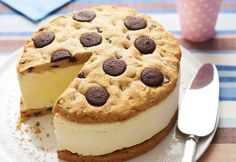 Here's a party-size ice cream sandwich that everyone will love. We use two cake pans so that the cookies keep their round shape when baking. Ice Cream Cookies, Ice Cream Desserts, Frozen Desserts, Ice Cream Recipes, Cream Cake, Frozen Treats, Chocolate Chip Ice Cream, Chocolate Chip Cookies, Giant Chocolate