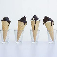 Delikatna, lekko cytrusowa pianka w wafelku, oblana gorzką czekoladą, potocznie zwana 'ciepłymi lodami' :)