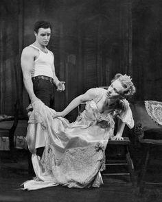 Con Jessica Tandy nella versione teatrale di <em>Un tram che si chiama desiderio</em>, diretta da Tennessee Williams nel 1947. - (John Springer Collection/Corbis)