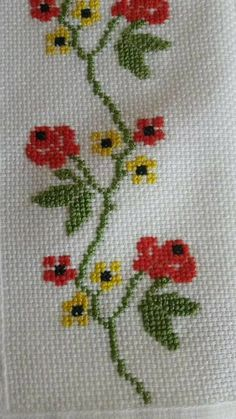 This post was discovered by Gü Small Cross Stitch, Cross Stitch Borders, Cross Stitch Rose, Cross Stitch Flowers, Cross Stitch Designs, Cross Stitching, Cross Patterns, Counted Cross Stitch Patterns, Cross Stitch Embroidery