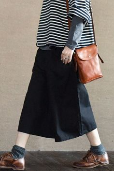 Black Culottes Wide-legged Pants Causel Women Clothes Clothes will not shrink,loose Cotton fabric, soft to the touch. *Care: hand wash or machine wash gentle, best to lay flat to dry. Hipster Grunge, Grunge Goth, Women's Dresses, Fashion Dresses, Fashion Pants, Fashion Clothes, Black Culottes, Culottes Outfit, Black Pants
