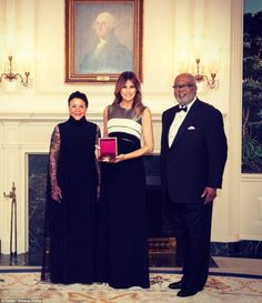 Melania goes solo: First Lady returns to the spotlight after absence Donald Trump Family, Donald And Melania Trump, First Lady Melania Trump, Greatest Presidents, American Presidents, Inauguration 2017, Malania Trump, Trump Pence, Classy Women