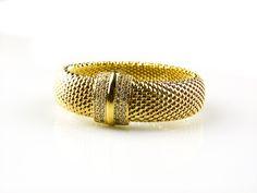 armband in zilver verguld gezet met cubic zirconia model Ella lengte armband = 18,5 cm breedte armband = 1,8 cm breedte armband aan slot = 2,2 …