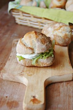 Panini crispy outside and soft inside with sourdough (in Italian) Sourdough Rolls, Sourdough Recipes, My Favorite Food, Favorite Recipes, Cafe Food, I Love Food, Soul Food, Food Inspiration, Italian Recipes