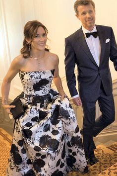 Crown Princess Mary and Crown Prince Frederik of Denmark arrive for a dinner marking the anniversary of The Mary Foundation on September 11 2017 in Christian VII s Palace Denmark Royal Family, Danish Royal Family, Princesa Mary, Prince Héritier, Prince And Princess, Mary Donaldson, Crown Princess Mary, Princess Mary Casual, Prince Frederick
