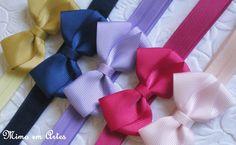 Kit 5 laços na faixinha, disponível nas seguintes cores: azul marinho lilás pink rosa bb amarelo Elástico muito confortável, ideal para recém nascido. O laço mede 6 cm aproximadamente. Ao fazer seu pedido indique o tamanho desejado. R$ 53,00