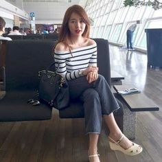Yoon Eun-hye looks classic before flight to Singapore Yoon Eun Hye, Dramas, Blue And White Jeans, Princess Hours, Airport Style, Airport Fashion, Casual Outfits, Fashion Outfits, Women's Fashion