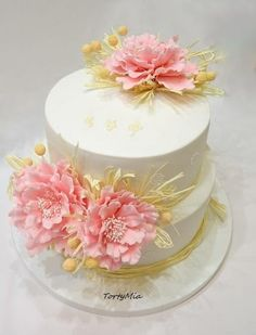 Natural Wedding Cake by TortyMia - http://cakesdecor.com/cakes/267967-natural-wedding-cake