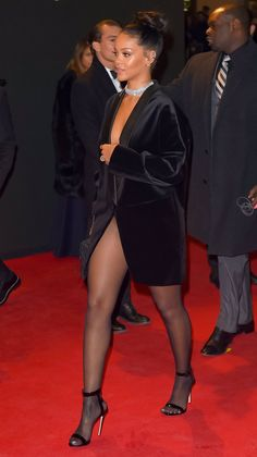 Rihanna Best Style Looks From Time To Time 26 Mode Rihanna, Rihanna Riri, Rihanna Style, Look Fashion, Fashion Outfits, Womens Fashion, Dress Fashion, Estilo Beyonce, Rihanna Looks