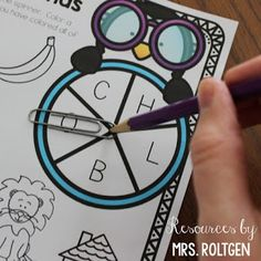 Beginning Sound Spinner Games {Freebie!} | This is a set of FREE spinner games that help your Kindergarten classroom or homeschool students practice beginning sounds! These fun penguin-themed games can be used individually or with partners, and could even be used in guided reading groups. There are three different versions of the game board, and there are color and black & white versions for each board. Great for December and January.