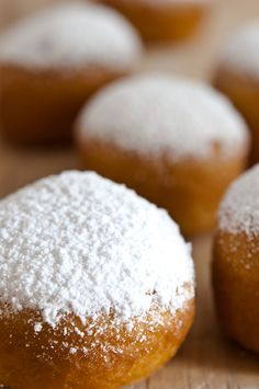 Berlinas-rellenas-de-crema. En PR las conseguimos en la Panaderia Santa Olaya en Bayamon rellenas de queso crema bien ricas!