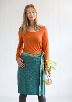 """""""Piri"""" skirt in modal/eco-cotton – Gudrun's green choices – GUDRUN SJÖDÉN – Webshop, mail order and boutiques   Colorful clothes and home textiles in natural materials."""