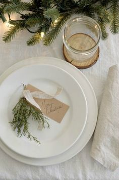 Simple and elegant country French farmhouse Christmas tablescape and placesetting - Rocky Hedge Farm. #tablescapes #placesetting #holidaytable #frenchcountry #farmhousechristmas #holidaydecor