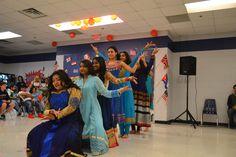 https://flic.kr/p/G9DWDN | DSC_0570 Las presentaciones del noche internacional tenian un impacto muy grande porque es una manera para compartir su cultura con todo de la escuela secundaria. Por ejemplo, este presentacion compartio la cultura india por un baile.