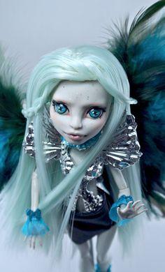 Custom Monster High repainted doll OOAK ICARUS por Morpalier