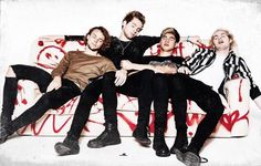 this really reminds me of when Ashton would be making a keek and the other boys would be pretending to sleep XD