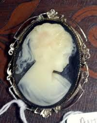 Antique cameo pin. Very nice old cameo brooch