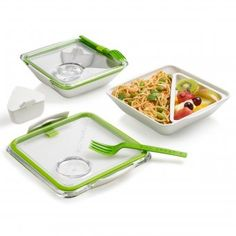 #lunchbox #bbq #gardenparty #trip #ausflug Diese Lunchbox hat es in sich: 3 separate Fächer und die passende Gabel. Salate, Reste vom Abendessen, Sandwiches und sogar Dips können in der Box mitgenommen werden, ohne dass sich etwas vermischt.