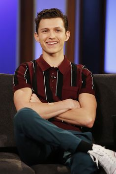 Tom Holland attends the Jimmy Kimmel Live Show in Los Angeles California April 23 2018 Spiderman, Tom Holland Peter Parker, Tommy Boy, Men's Toms, Dc Movies, Marvel Actors, Raining Men, To My Future Husband, Cute Guys