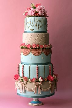 Oh my GORGEOUS! What a beautiful wedding cake creation...not that I'm getting married anytime soon. LOL! :)