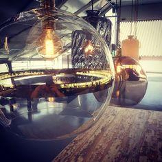 Elsker alle Ebb&Flow lampene våre. Skekk ut www.drivved.no/belysning #drivvedland #drivved #showroom