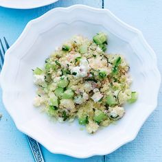 Besonders fein: Pinienkerne, Cashewnusskerne oder Macadamianüsse in einer kleinen Pfanne ohne Fett rösten und über den Salat streuen.