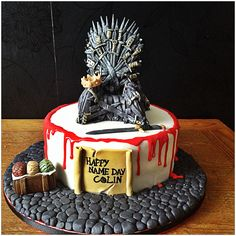 Game of Thrones cake I made with inspiration from Izzys Cakes http://www.izzys-cakes.co.uk/celebration-cakes/game-thrones-cake/.