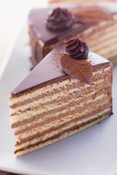 Prinzregententorte (Bavaria)  La tarta del principe regente Leopoldo.                                                                                                                                                                                 Más
