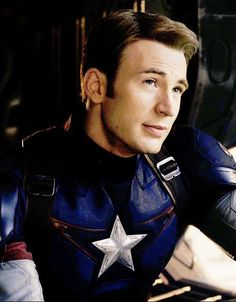 So, here we have what I can only assume is the Steve Rogers smolder. He rocks it way better than Flynn, I gotta say...