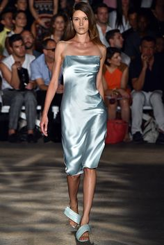 82434f8e62 Christian Siriano Spring 2015 Ready-to-Wear Fashion Show