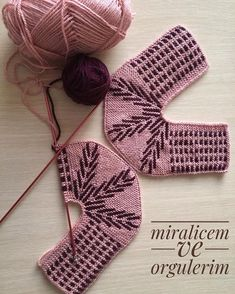 Diy Crafts Crochet, Crochet Home, Crochet Projects, Crochet Ripple, Crochet Doilies, Crochet Baby Boots, Baby Sewing Projects, Yarn Thread, Knitted Slippers