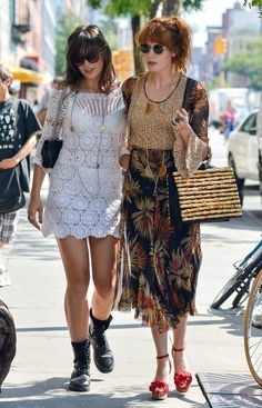Daisy Lowe Photos - Musician Florence Welch and model Daisy Lowe spotted out together in downtown Manhattan. - Florence Welch and Daisy Lowe Hang Out in Manhattan Estilo Florence Welch, Florence Welch Style, Florence Welch Hair, Pentatonix, World Of Fashion, Boho Fashion, Fashion Styles, Daisy Lowe, Bohemian Mode