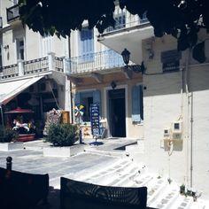 Άνδρος (Andros) στην περιοχή Άνδρος, Κυκλάδες Greek Islands, Greece, Magic, Mansions, House Styles, Places, Beautiful, Home, Decor